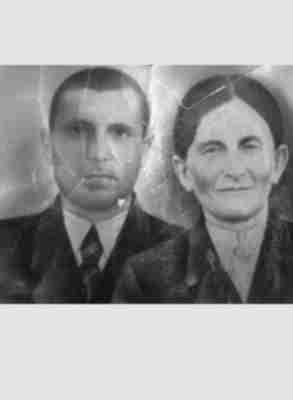 Смолянинов Павел Михайлович с женой Галиной Степановной Смоляниновой (Ересько) приблизительно 1951 год.